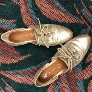 BC Footwear gold oxfords size 8.5 lace up